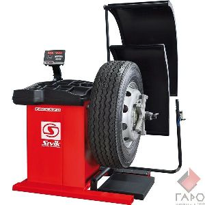 Стенд для балансировки грузовых колес СБМП-200 TRUCKER STANDARD (Адаптеры SIVIK)